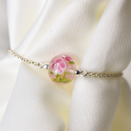 Bracelet with fuchsia...