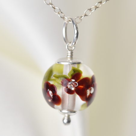 Essential necklace with deep red glass flowers