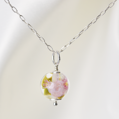 Collier Camille aux roses...