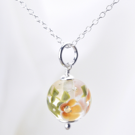 Essential necklace with amber glass...