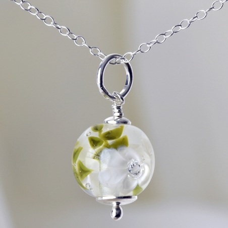Essential necklace with ivory glass flowers