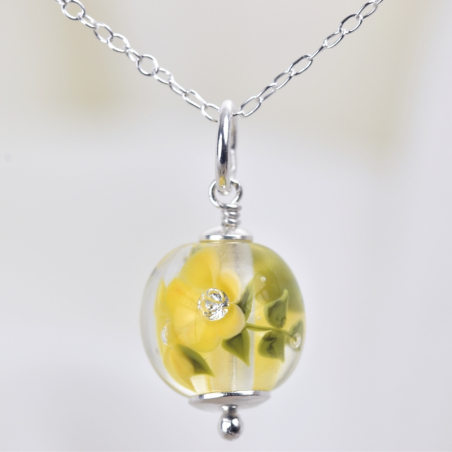 Essential necklace with buttercup glass flowers