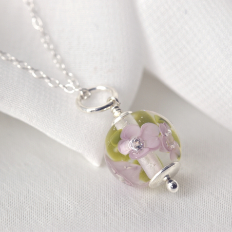 Essential necklace with lilac glass flowers