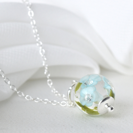 Essential necklace with light...